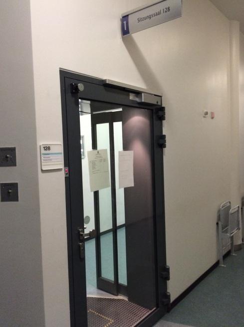 Hochsicherheitstrakt Sitzungssaal-Eingang